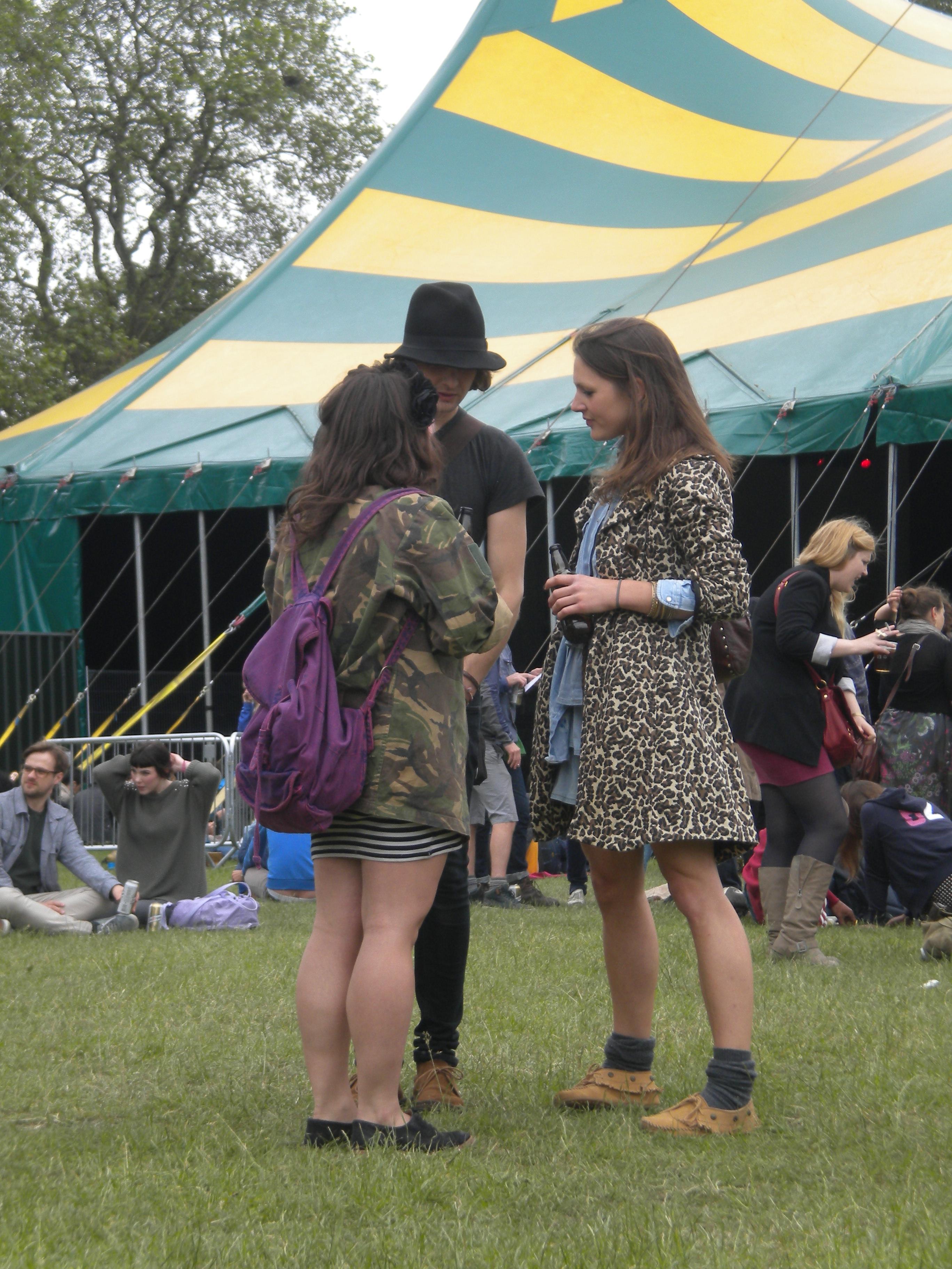 Outfit de chicos y chas para un festival
