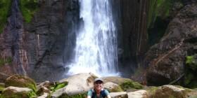 A los pies de la Catara del Toro en Bajos del Toro. Costa Rica