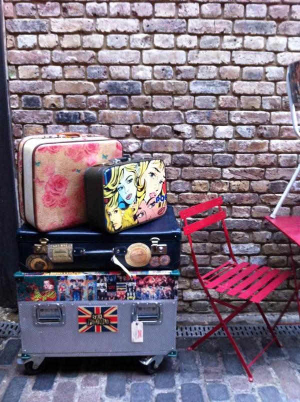 Interior de Camden Stables Market. Londres