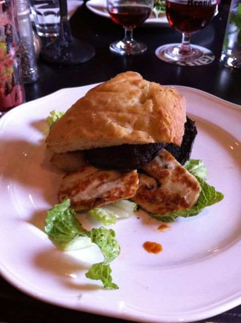 Sandwich de Setas y queso a la plancha en Restaurante The Moustache. Amsterdam